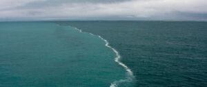Όταν δύο θάλασσες ενώνονται αλλά δεν αναμιγνύονται ποτέ